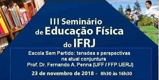 """""""III Seminário de Ed. Física do IFRJ"""" escrito em branco, em um cartaz azul marinho, com fotos triangulares nas duas pontas superiores de iivros e crianças correndo ao ar livre"""