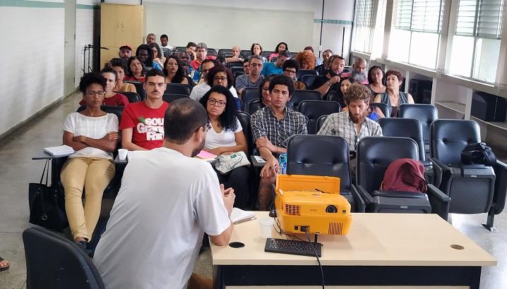 """auditório cheio na palestra """"Pensamento decolonial""""  no campus São Gonçalo"""