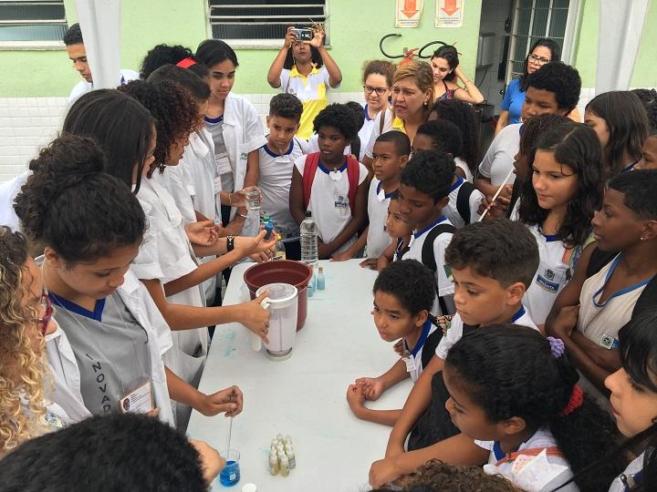 estudantes de escolas públicas do entorno da unidade na Semana Nacional de Ciência e Tecnologia no campus Mesquita