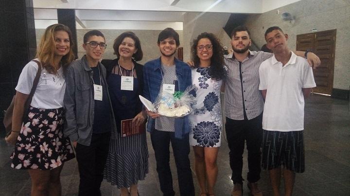 Participantes do congresso posam para a foto